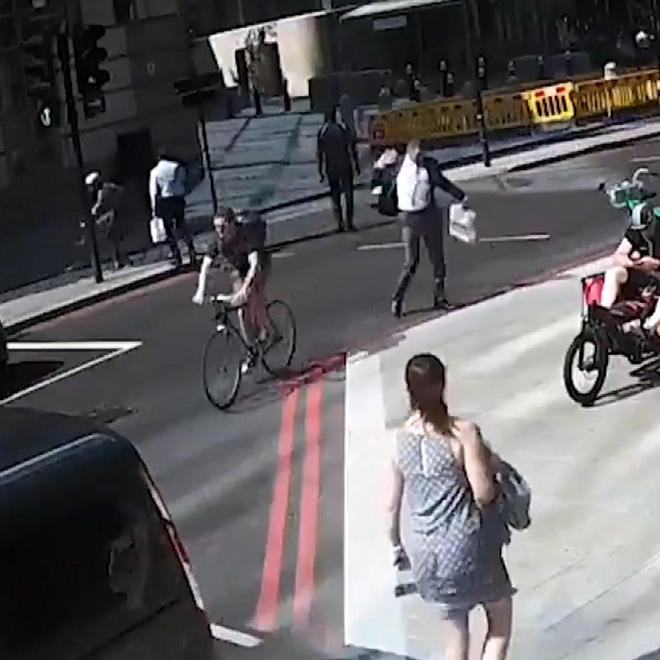 Yayaya Kafa Atan Bisikletli