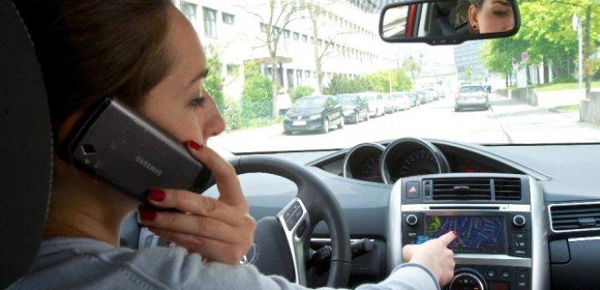 yolculuk-esnasinda-telefon-001.jpg