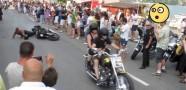 Düşerken Şov Yapan Motosiklet Sürücüsü
