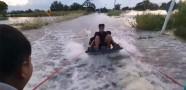 Sokak Ortasında Sörf Yaptılar